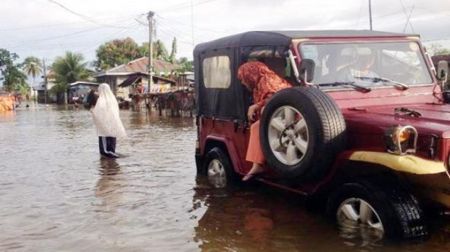 Photo of Floods, landslides kill 13 in southern Philippines