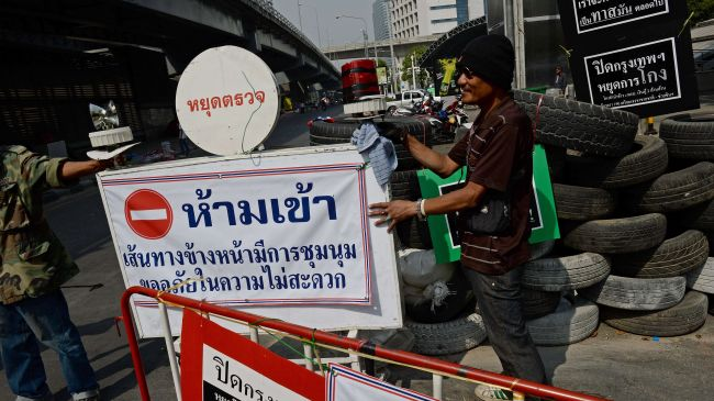 Photo of Bangkok protesters defy state of emergency