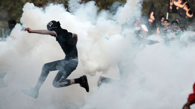 Photo of Bahraini forces, protesters clash in Sitra