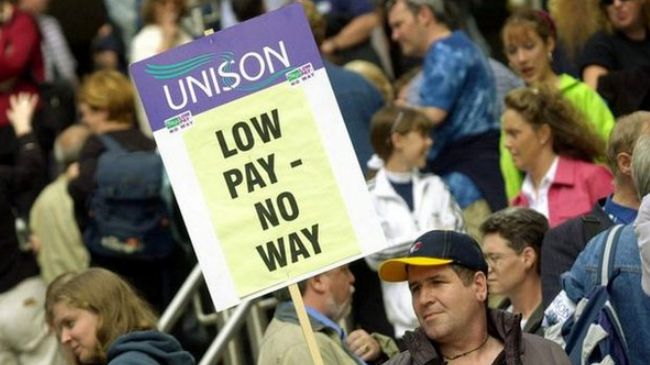 British university workers walk out to demand fair pay
