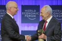 Zionist regime's Shimon Peres awarded in Davos