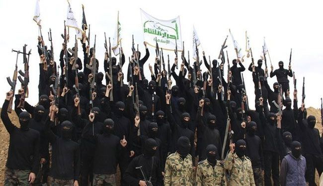 Takfiri militants whip those not in Friday prayers