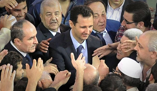 Photo of Assad surrounded by people in Damascus mosque