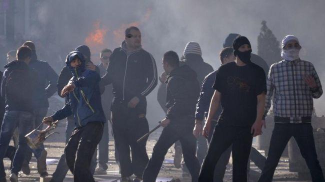 349867_Bosnia-protesters