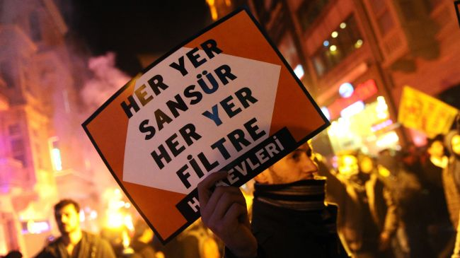 Photo of Internet law protest turns violent in Istanbul