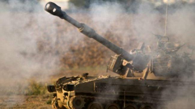 Photo of Israel tank fires at Gaza farmers