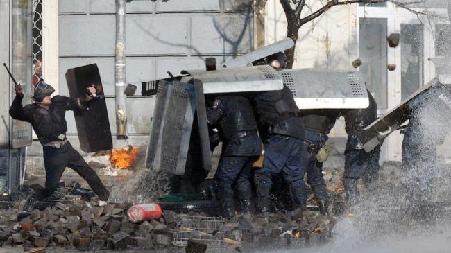 351416_Ukraine-protest-rocks