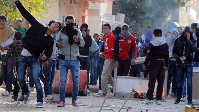 352609_Tunisia-jobless-protest