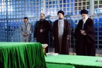 Photo of Leader of Islamic Ummah attends late Imam's Holy Shrine