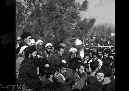 Photo of Photos- Imam Khomeini (RA) historical speech in Tehran cemetery (1979)