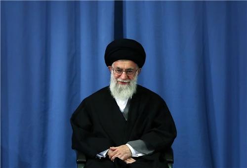 Photo of Leader of Ummah and Oppressed People Imam Khamenei Pardons 920 Iranian Prisoners