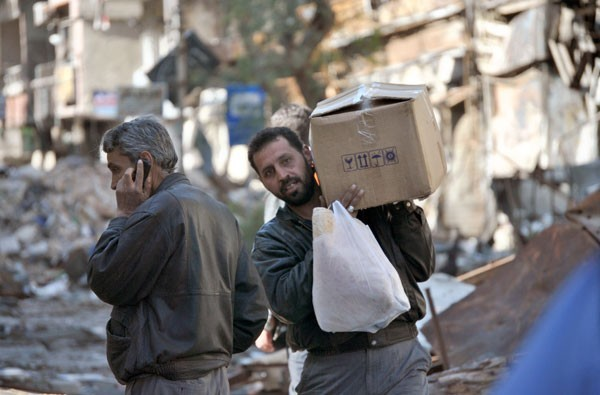 Photo of Photos- Al-Wafaa Campaign distributes aid to people in need of al-Yarmouk Camp