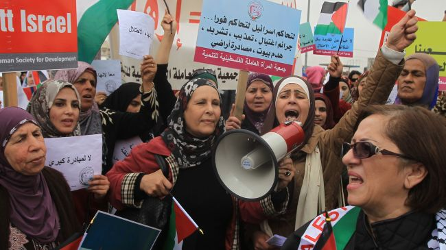353842_Palestinian-protesters