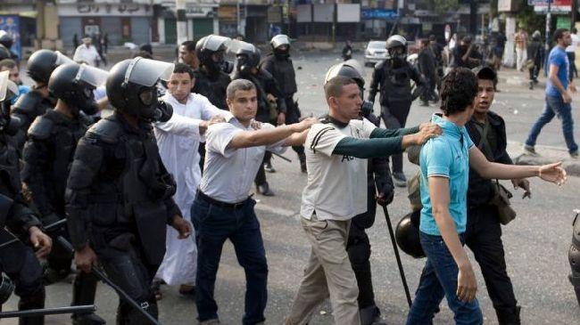 355001_Egypt-detainees