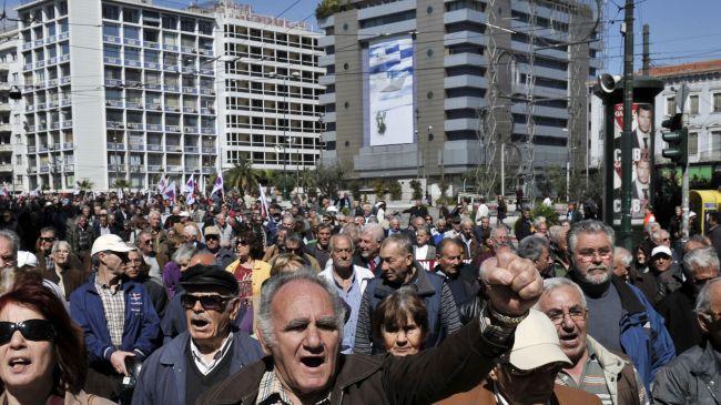355511_Greek-pensioners
