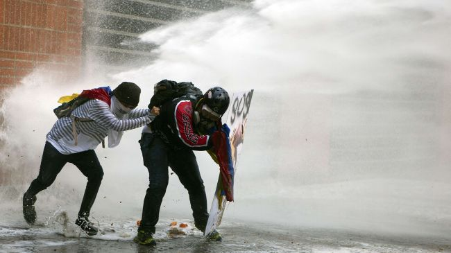 Photo of Arrest of opposition mayors sparks clashes in Caracas