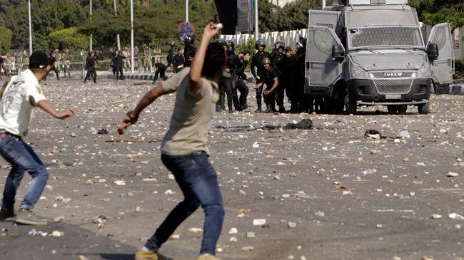 356123_Egypt-riot-police