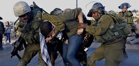 IOF soldiers kidnap 6 Palestinians in West Bank