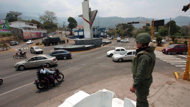 356745_Venezuela-police