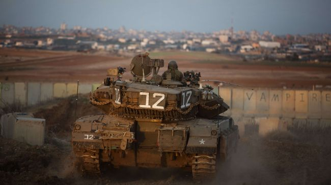 Photo of Zionist Israeli forces shoot, injure three Palestinians in Gaza