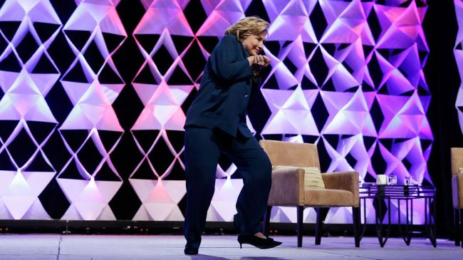 Photo of Hillary Clinton dodges shoe thrown at her while giving speech in Las Vegas