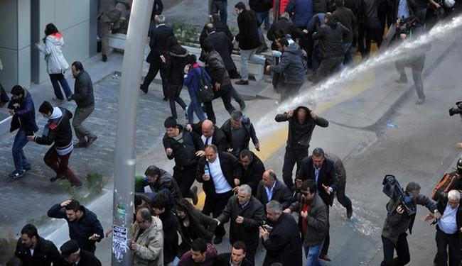Turkish police, protesters clash over vote outcome