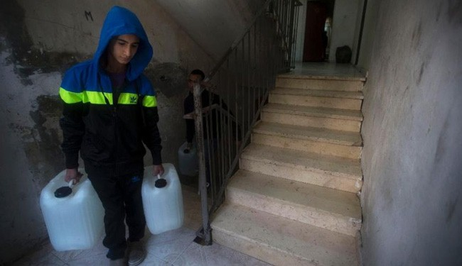 Thousands of Palestinians in al-Quds go weeks without water