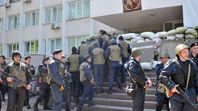 362891_Ukraine-police-Mariupol