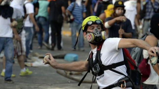 363068_Venezuelan-protesters