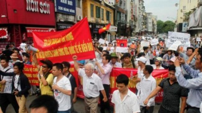 363073_Vietnamese-protesters