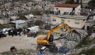 Israeli bulldozers demolish Palestinian homes