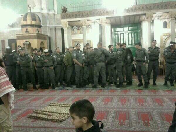 TERRORIST ZIONISTS IDF IN MOSQUES IBRAHIM