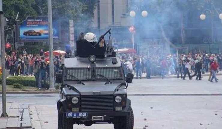 Turkey police fire tear gas as hundreds protest mine disaster