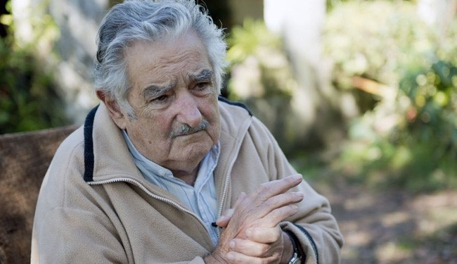 Photo of Uruguay's president opens his house to Syrian refugee children