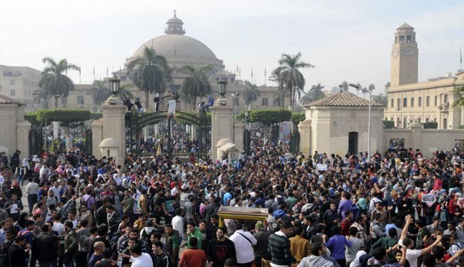 Pro-Morsi students, police clash in Cairo campuses