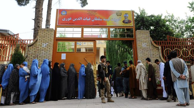 Photo of Afghans begin second round of presidential election