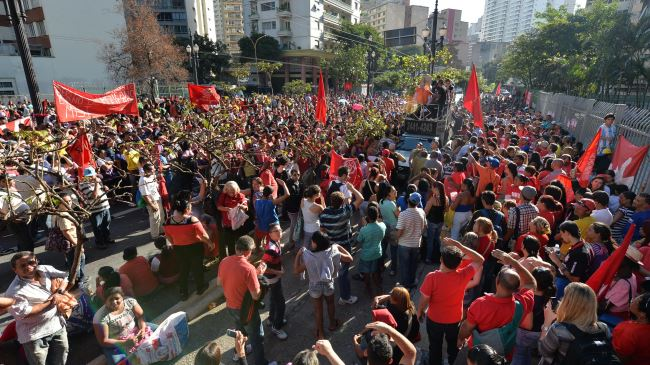 Photo of 1000s of homeless Brazilians protest in Sao Paulo