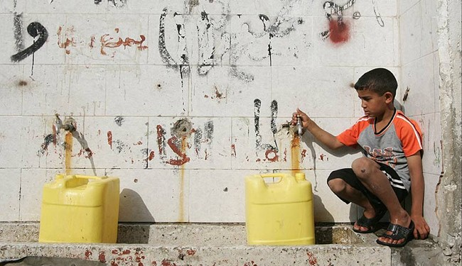 Photo of zionist siege forces Gazans to drink polluted water