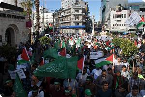 Photo of Hamas organizes massive march in Ramallah in solidarity with hunger strikers