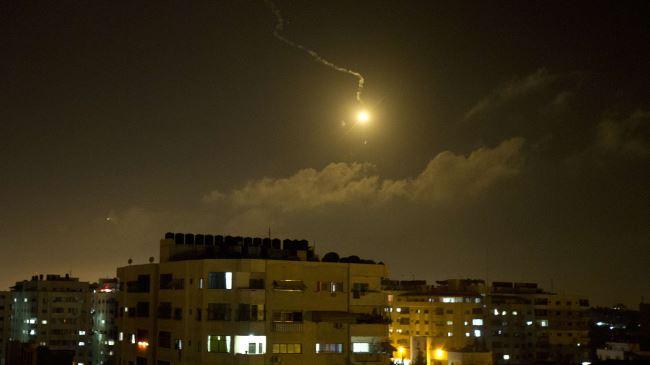 Photo of Israeli war jets strike Gaza, injure 10