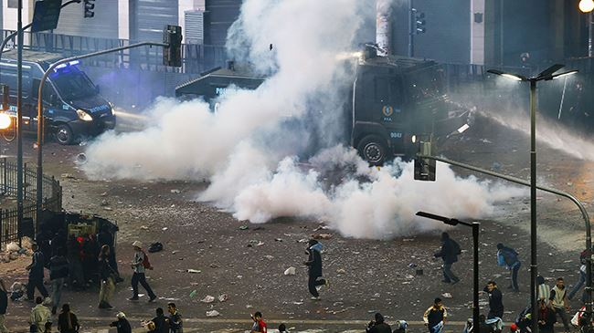 Photo of Violence erupts in Argentina after World Cup loss