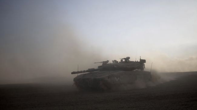 Photo of Palestinian fighters target another zionist tank, six tanks demolished so far!