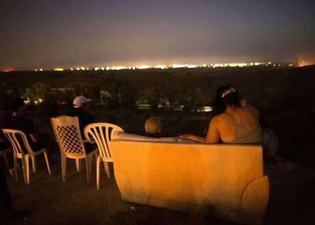 As world prepare to watch #WorldCup final, some sick Israelis grab popcorn to watch #Gaza burns.