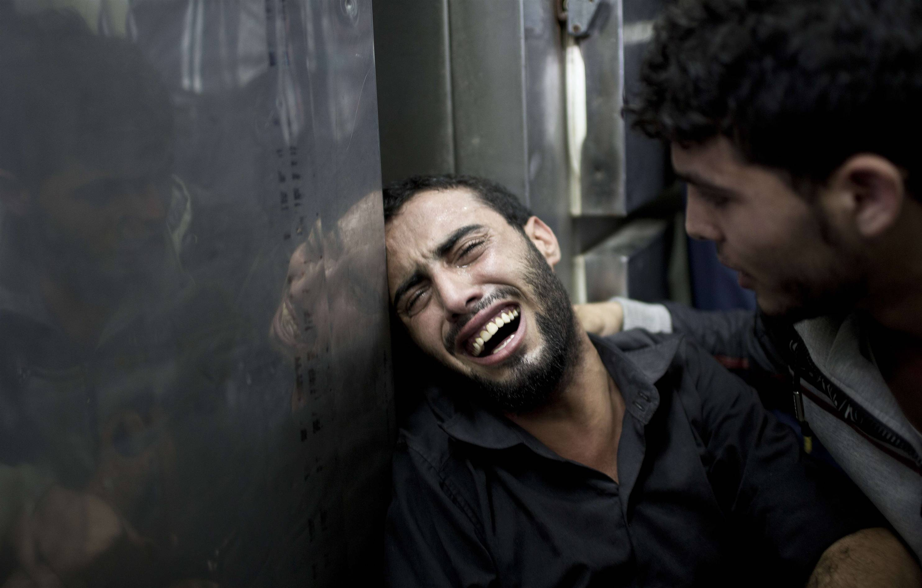Photo of In pictures: Heartbreaking scenes of grief over family loss in Gaza