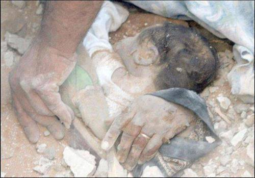 Photo of What would you do if this baby was yours? Here is #Gaza where oppression rain from the fighter jets of slaughterers.