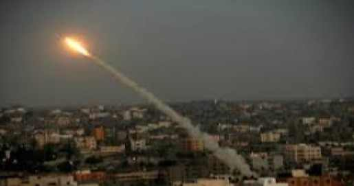 Photo of Gaza Now: One zionist died, 5 injured in Qassam strikes on Sair Henigif..