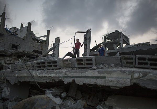Photo of In Torn Gaza, if Roof Stands, It's Now Home