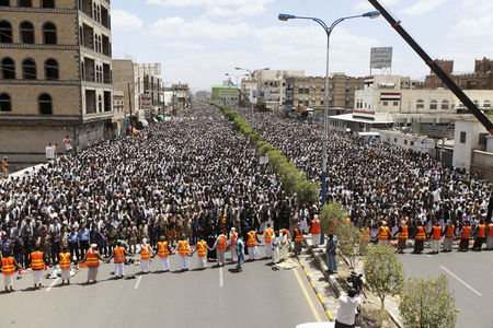 Photo of Revolutionary Houthi protesters in Yemen issue new demands