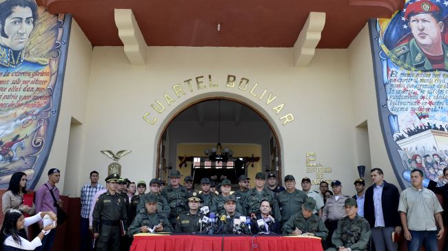 Photo of Venezuela closes Colombia border to fight smuggling