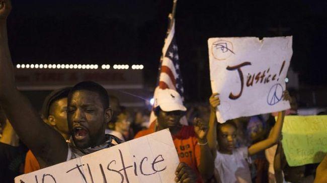 Photo of Ferguson marks 2 weeks of Brown death